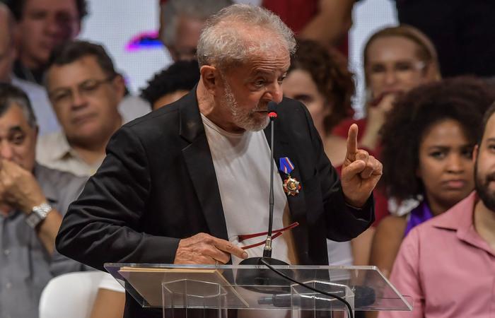 Ainda tentando recuperar seus direitos políticos, mas apontado pelo PT como principal nome para a eleição de 2022, Lula sinalizou seus planos de continuidade política em um discurso de pouco mais de uma hora (Foto: NELSON ALMEIDA / AFP)