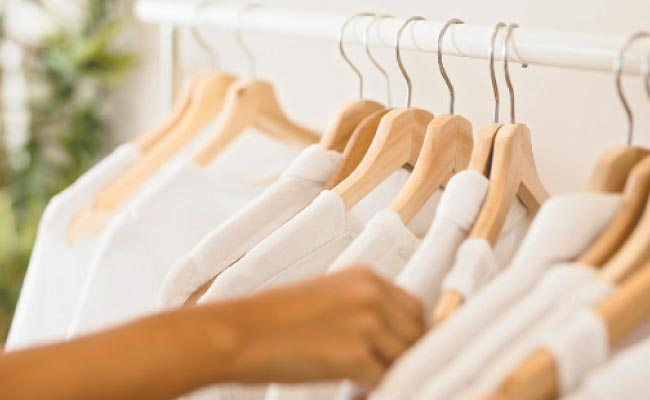 No armário: Aprenda a tirar proveito da combinação de cores e estilos para expandir o guarda roupa (Freepik Divulgação)