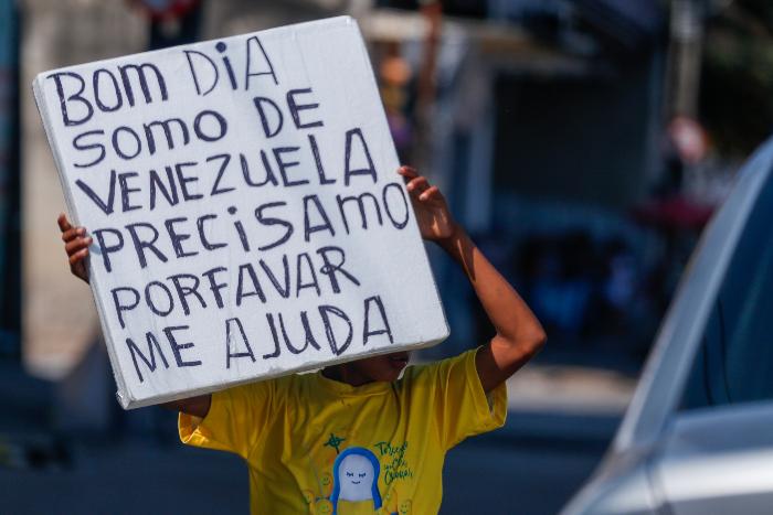 Indígenas Venezuelanos Pedem Ajuda Nas Ruas Do Recife