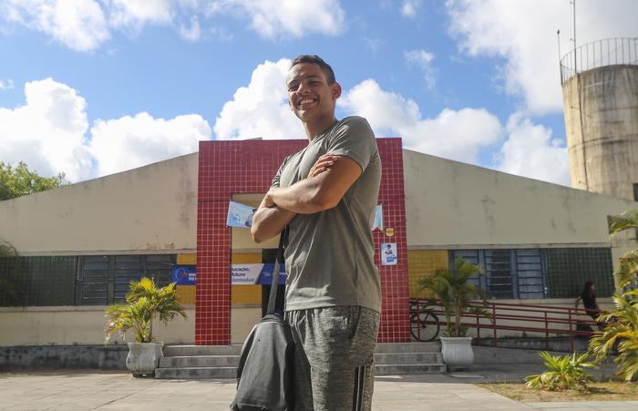 Guilherme Aguiar viu no ensino de tempo integral a possibilidade de ingressar em um curso superior. (Foto: Tarciso Augusto/Esp. DP.)