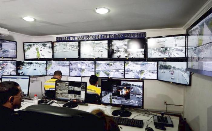 O Recife conta com 28 câmeras monitoradas pela Central de Operações de Trânsito (COT). (Foto: Reprodução/PCR.)