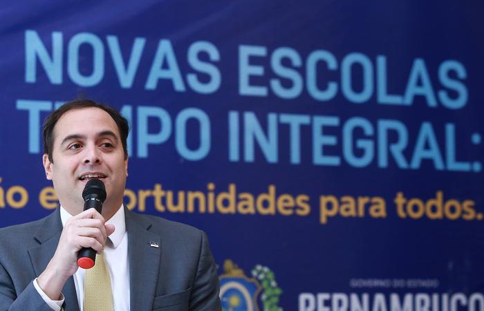 (O governador Paulo Câmara falou sobre o assunto durante evento no Palácio do Campo das Princesas. Foto: Hélia Scheppa/SEI)