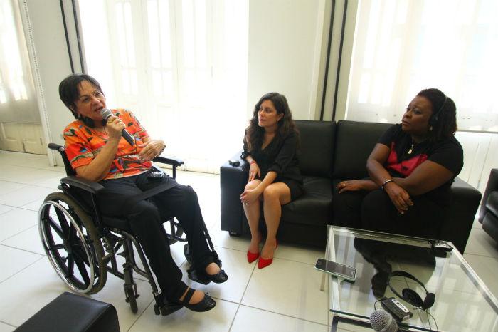 Encontro entre Maria da Penha (esq.), Natalia Otero (centro) e Regina Célia (dir.) foi promovido pelo Consulado Geral dos Estados Unidos no Recife. (Foto: Peu Ricardo/DP.)