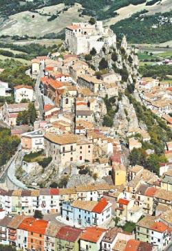 Lenda: Bagnoli del Trigno teria surgido de  construções nos arredores das fontes termais (Wikimedia commons)
