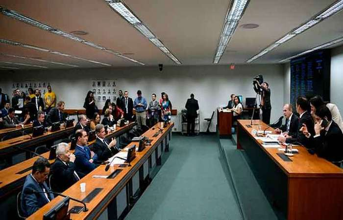 Comissão de Orçamento aprovou o aumento do fundo eleitoral de R$ 2 bilhões para R$ 3,8 bilhões (Pedro França/Agência Senado)