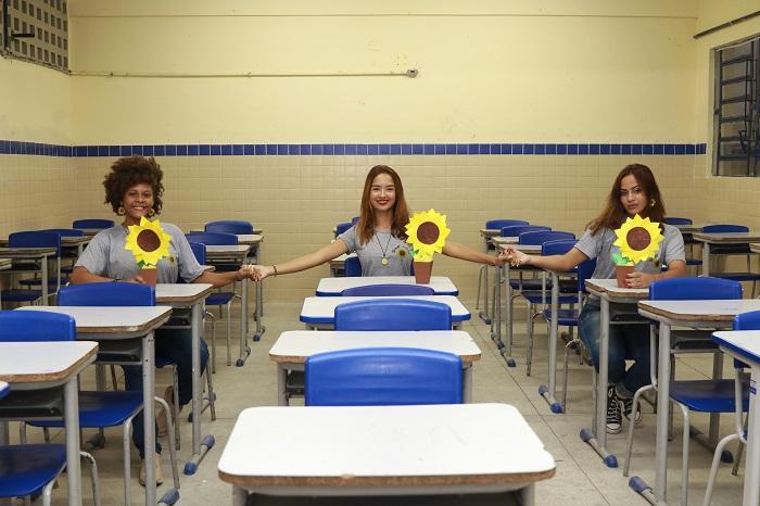 (Estudantes da Escola de Referência Em Ensino Médio (Erem) Padre Francisco Carneiro, em Olinda, criaram projeto Girassol. Foto: Bruna Costa / Esp. DP FOTO)