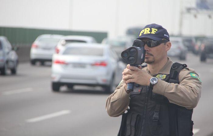 O uso de medidores de velocidade móveis e portáteis está suspenso desde agosto. (Foto: Divulgação/PRF)