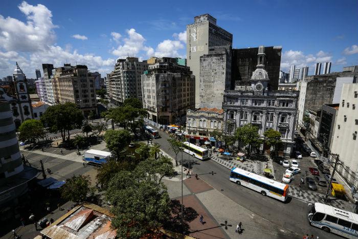 Mudanças acontecem na Rua Primeiro de Março, em frente à Praça da Independência. (Foto: Paulo Paiva/DP)