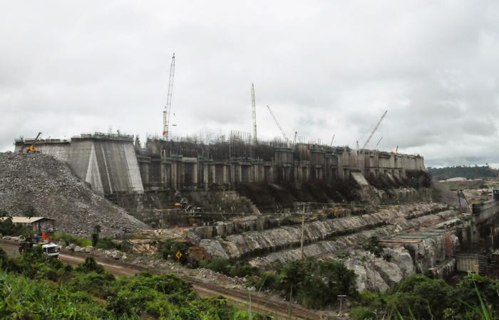 A concessionária Norte Energia, dona da hidrelétrica, quer agora autorização para construir usinas térmicas - mais caras e poluentes  (Foto: Ricardo Joffily/Ascom DPU)