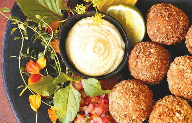 O Croquete de cupim com aioli da casa e vinagrete do Arvo Restaurante (Peu Hatz)