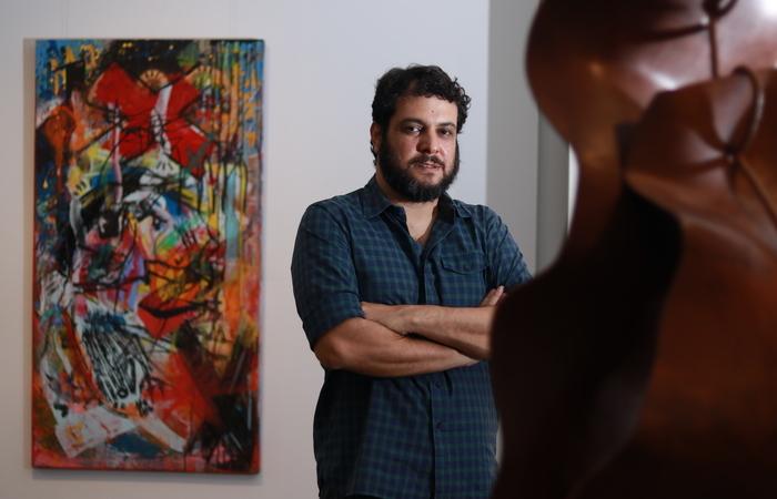 Júlio Cavani, curador da exposição. (Foto: Bruna Costa/DP FOTO)