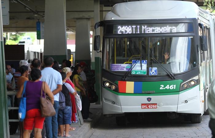A Urbana-PE pediu reajuste de 14,13% e o estado disse que não haverá reajuste nas passagens.  (Crédito: Marlon Diego Esp DP Arquivo)