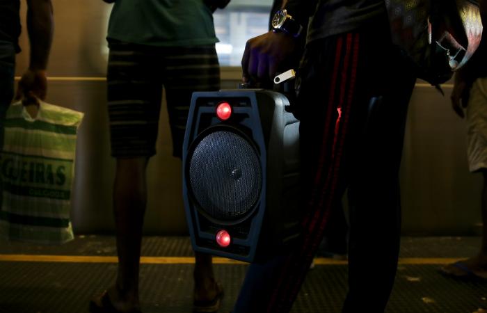 Caixa de som com pendrive no METROC. (Foto: Tarciso Augusto/DP Foto)