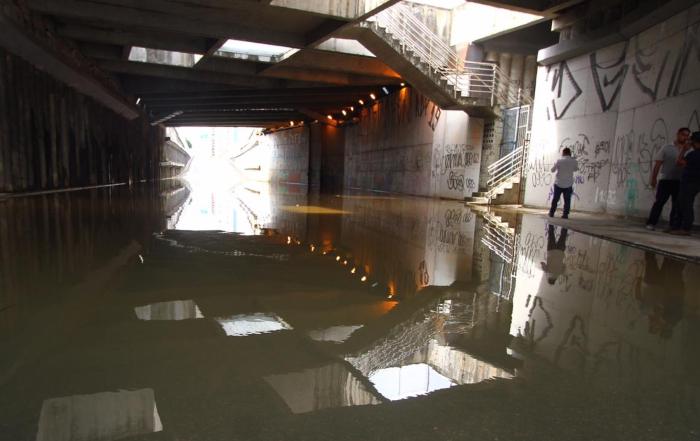 Em dezembro passado, o túnel também amanheceu alagado. (Foto: Peu Ricardo/DP.)