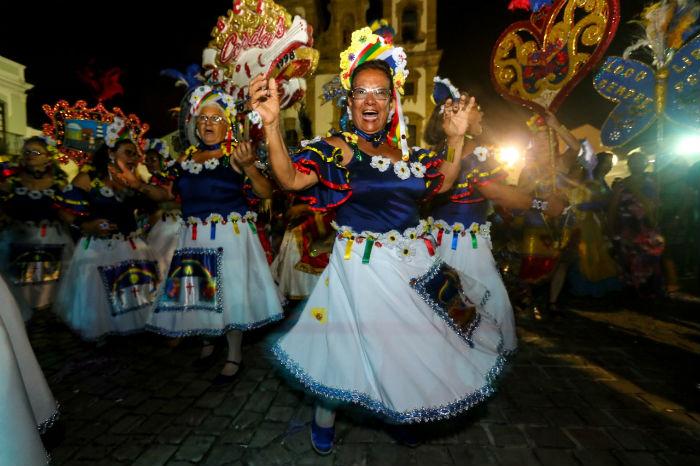 Cinco blocos de pau e corda, além da Orquestra Evocações, desfilaram no Centro do Recife. (Foto: Bruna Costa/Esp.DP)