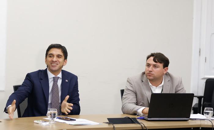 Schwambach e Cerquinho acreditam que conclusão da venda da refinaria deve acontecer neste ano. (Foto: Marlon Diego/Sdec/Divulgação)