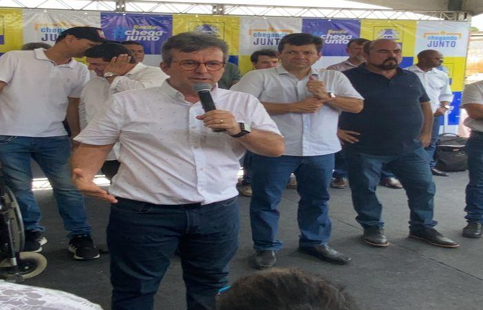 (João da Costa discursou na inauguração do canal Rio da Prata, no Ibura, ao lado do prefeito Geraldo Julio. Foto: Divulgação)