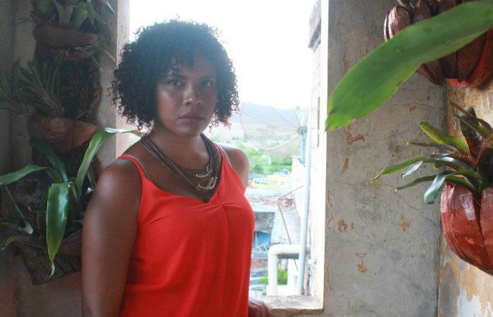Geisiara Lima lançará Corpo em chamas sábado, durante mesa-redonda sobre literatura e feminismo. (Foto: Erickson Dinoá/Divulgação)