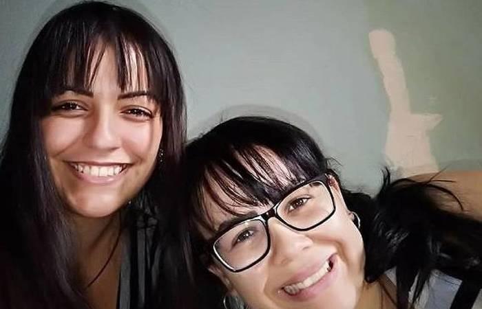 Ana Flávia Menezes Gonçalves (24) à esquerda e sua namorada Carina Ramos (26), também suspeita, à direita (Foto: Reprodução )