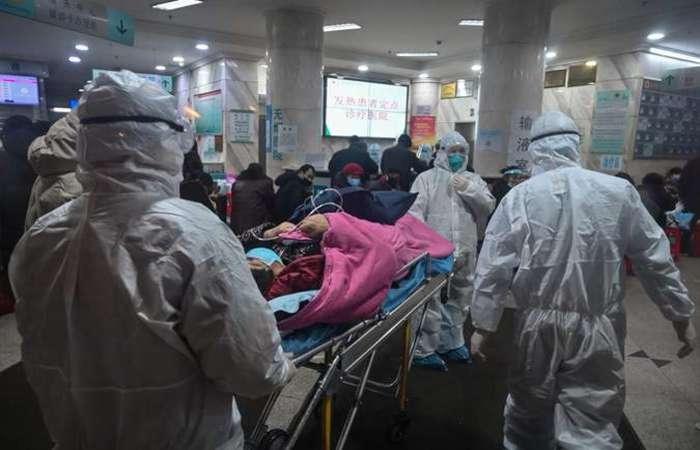 Uma paciente de 22 anos que esteve na região de maior transmissão do novo coronavírus na China está internada no Hospital Eduardo de Menezes (Foto: Hector Retamal/AFP)