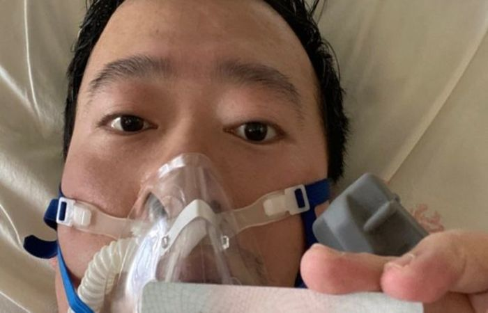 Ele foi um dos primeiros profissionais de saúde que alertaram sobre o surto de coronavírus que estaria por vir na cidade de Wuhan (Foto: Li Wenliang/Reprodução )