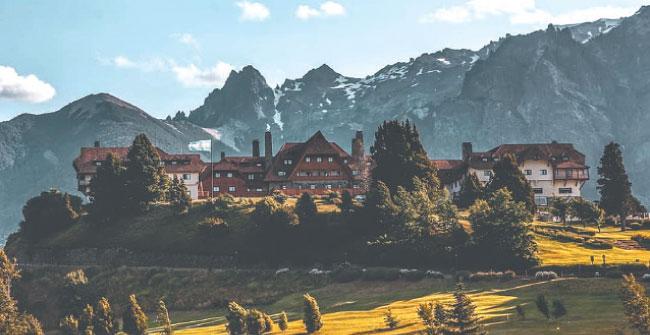"""Requinte: """"Suíça argentina"""" recebe visitantes com o luxo de hotéis como o La Carretera (Instagram/Reprodução)"""