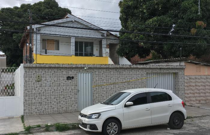 Crime aconteceu na casa onde o casal morava, na Madalena. (Foto: Diogo Cavalcante/DP.)