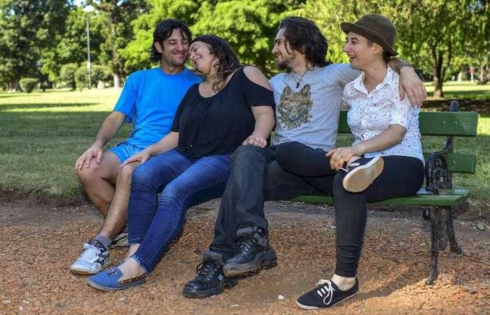 Gabriel Lopez e May Ferreira à esquerda e Federico Franco e Deb Barreiro à direita  (Foto: Ronaldo Schemidt/AFP)
