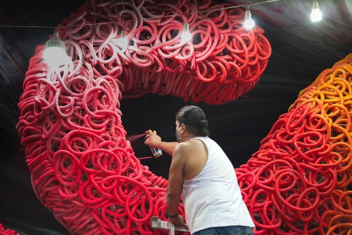 Últimos detalhes são preparados num galpão em Santo Amaro. Foto: Camila Leão/Divulgação