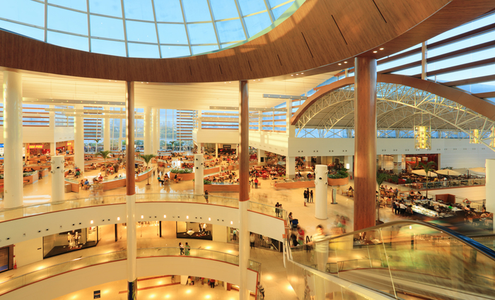 Praça de alimentação do RioMar Shopping funcionará todos os dias em horário especial. (Foto: Riomar/Divulgação)