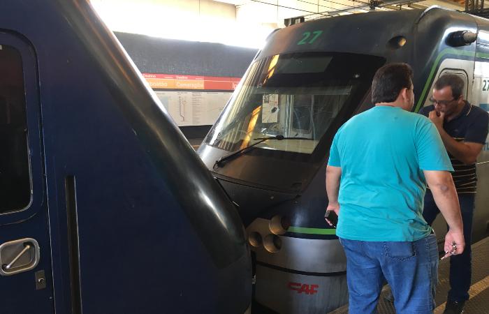 Trens colidiram por volta das 5h30 desta terça-feira (18). (Foto: Diogo Cavalcante/DP.)