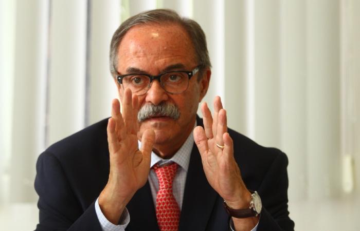 """""""O Metrô do Recife, hoje, é uma baderna"""", disse o secretário de Justiça e Direitos Humanos, Pedro Eurico. (Foto: Peu Ricardo/DP.)"""