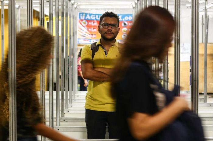O universitário Leydson Barros, 30, chegou ao estágio após 2 horas e meia de viagem. (Foto: Bruna Costa/Esp. DP)