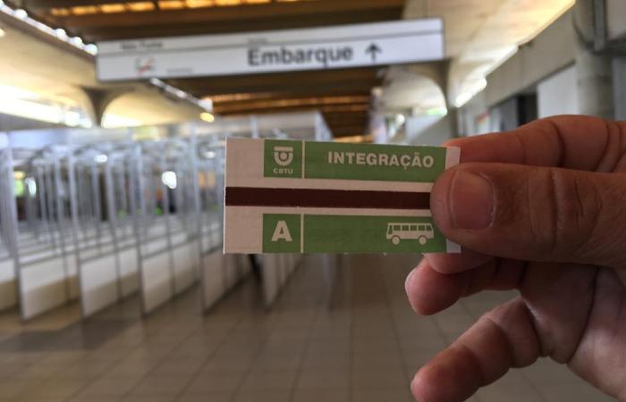 Metrô ressuscita bilhetes de papel excepcionalmente para o Galo. (Foto: Diogo Cavalcante/DP.)