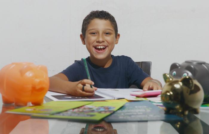 Júlio Schoeneman estuda o tema desde 2017 e já modificou atitudes em casa e na escola. (Foto: Bruna Costa / Esp.DP Foto)