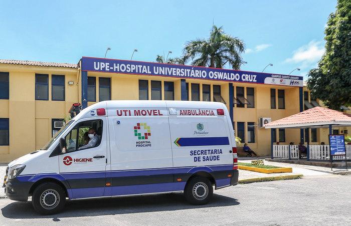 Os dois pacientes com suspeitas descartadas estão internados no Hospital Universitário Oswaldo Cruz (Huoc). (Foto: Leandro de Santana/ Esp. DP)
