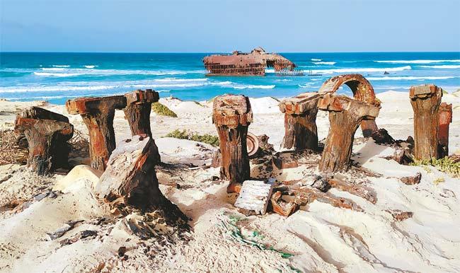 No Cabo da Boa Esperança, na praia de Atalanta, é possível se deparar com um navio espanhol naufragado (Inácio Melo)