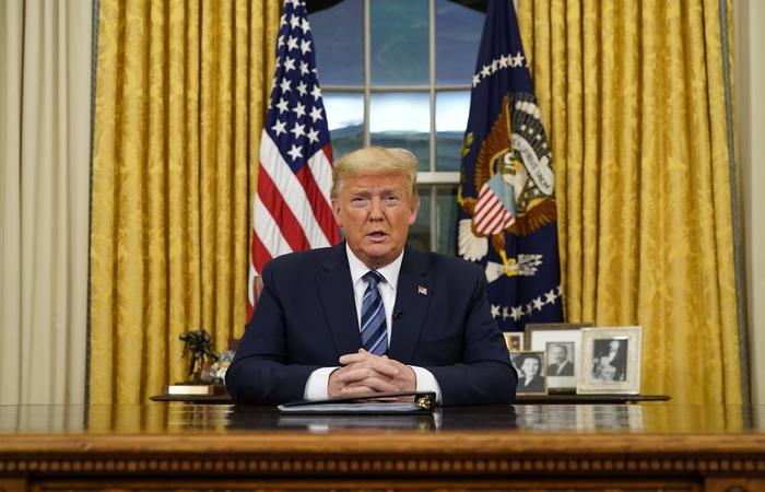 O presidente Donald Trump fez o anúncio na noite desta quarta-feira (Foto: POOL/GETTY IMAGES NORTH AMERICA/AFP)