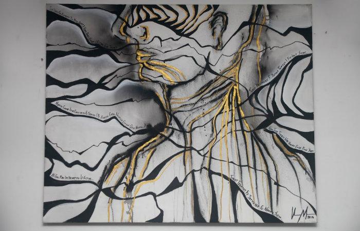 A técnica principal é a acrílica sobre tela, além de técnicas mistas, com páginas dos próprios diários, grafite e materiais como folha de ouro, por exemplo.  (Foto: Geraldo Goulart Neto)
