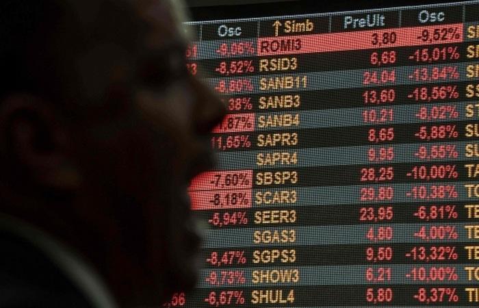A semana, marcada pela aversão a risco frente aos impactos econômicos do coronavírus, também foi uma das mais voláteis da história (Foto: AFP/Nelson Almeida)
