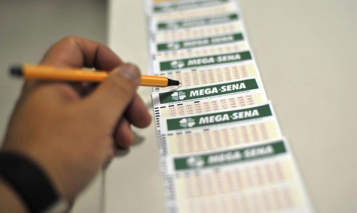 Números sorteados nesse sábado (14) foram 14, 18, 28, 35, 38 e 54. (Foto:Marcello Casal Jr./Agência Brasil)