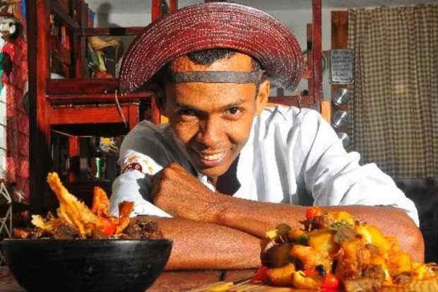 O chef Rivandro França, do Cozinhando Escondidinho, não trabalhava com delivery, até então. (Foto: Maria Eduarda Bione/Esp.DP/D.A Press )
