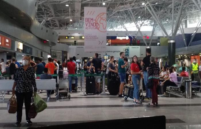 Cancelamentos de voos e realocação de passageiros têm formado filas. (Foto: Procon-PE)