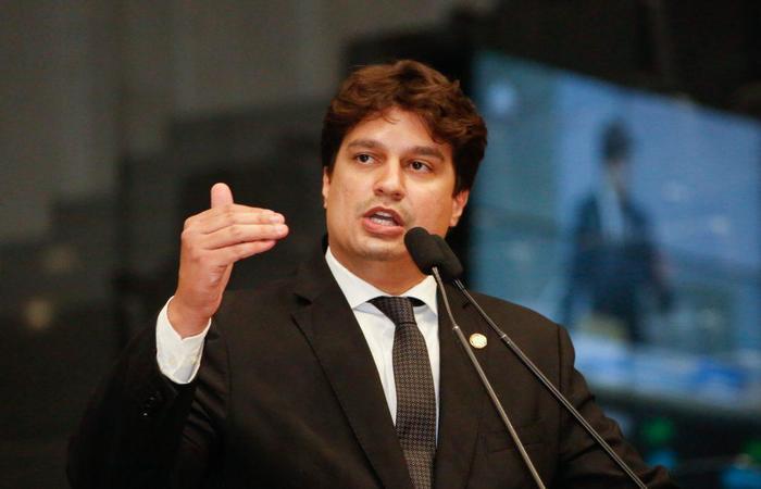O deputado Lucas Ramos (PSB) é o presidente da Comissão de Finanças, Orçamento e Tributação da Alepe (Roberto Soares/ Alepe)