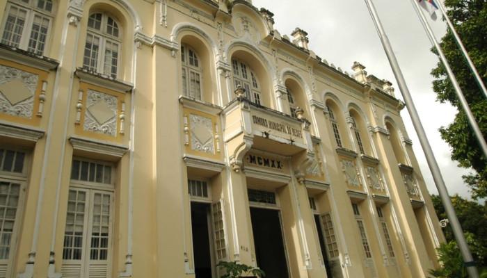 Os parlamentares comunicaram a decisão ao secretário de Planejamento e Gestão do Recife, Vieira (Foto: Divulgação/Câmara do Recife)
