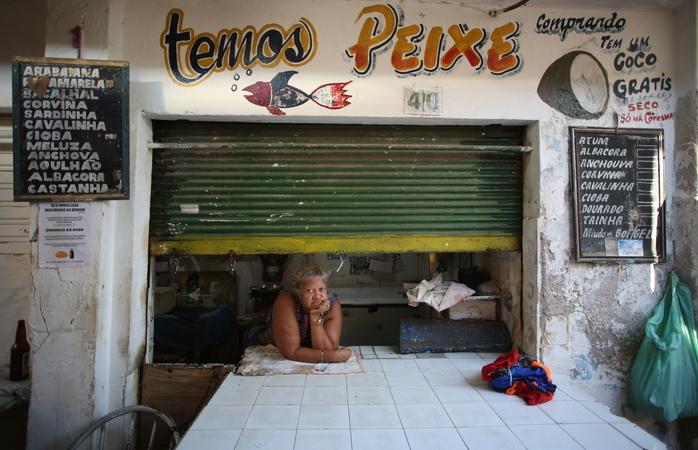 Edna Laurina, dona de uma pequena peixaria no Mercado de Areias. (Foto: Hesíodo Goes/Esp. DP)