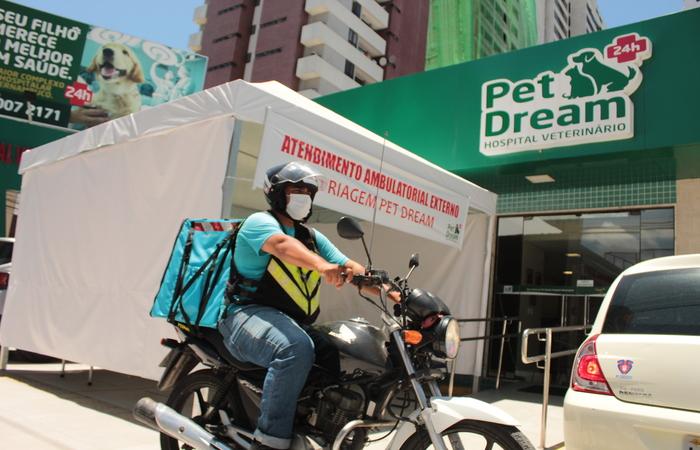 Pet Dream instalou um centro de triagem na área externa.  (Foto: Andrey Arruda/Divulgação)