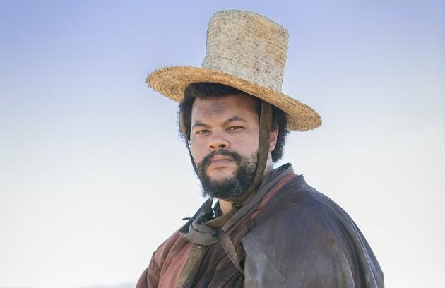 Na trama, Babu interpreta o capataz Jacinto (Foto: Reprodução/Rede Globo)