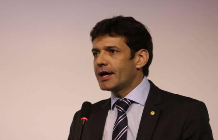 O Ministro do Turismo, Marcelo Álvaro Antonio, diz que governo prepara MP para definir as regras (Foto: Rovena Rosa/Agência Brasil)