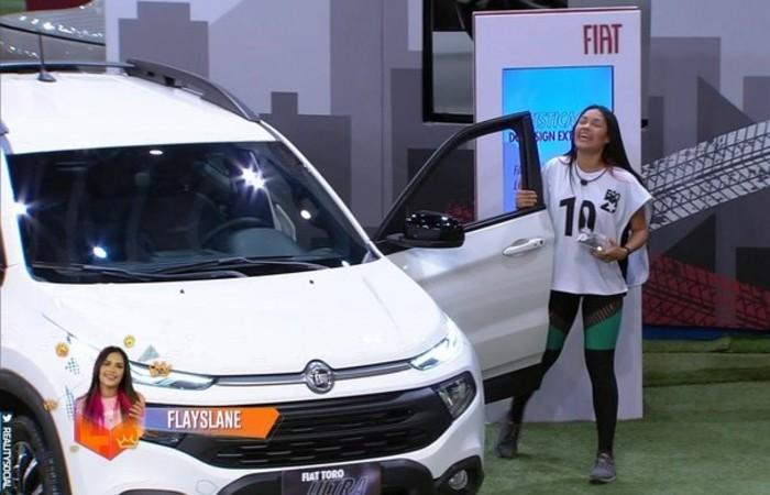 Na final, o duelo ficou entre Babu e Flay. E quem ligou o carro foi Flay. A líder convidou Babu, Ivy e Mari para o Vip.  (Foto: Rede Globo/Reprodução)